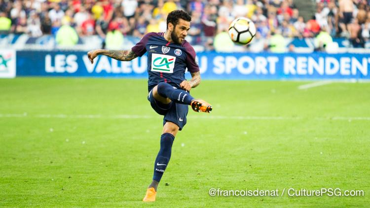 Dani Alves out jusqu'en 2019, Paris a trois solutions — PSG