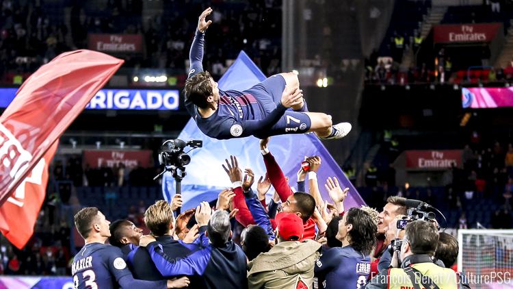 PSG - Mercato : Maxwell n'a pas encore décidé pour son avenir