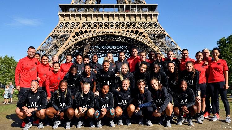 Ascension de la Tour Eiffel en guise d'entraînement pour les Parisiennes