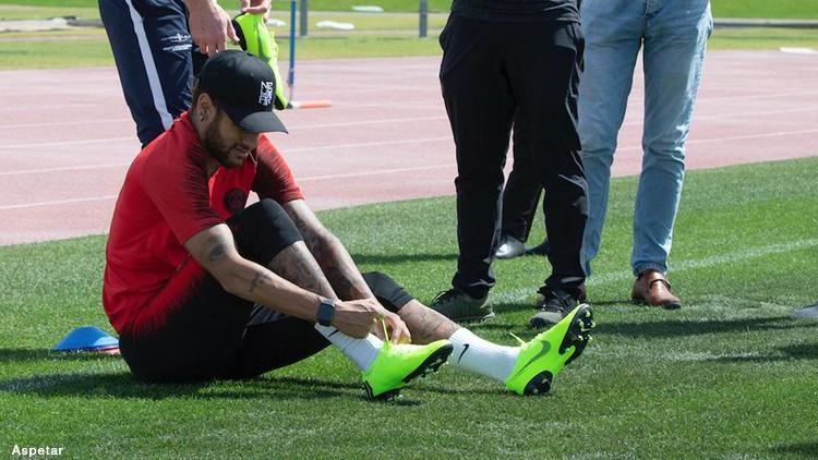 multiple colors good service first look Club : Neymar a rechaussé les crampons et ne ressent plus ...