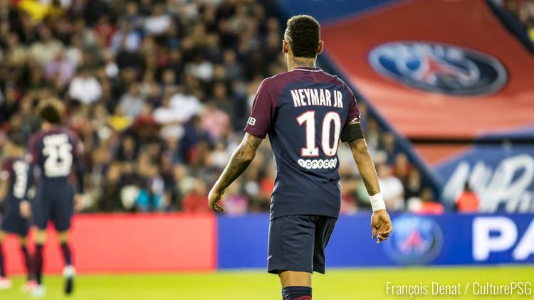 Le chèque du transfert de Neymar encadré — PSG