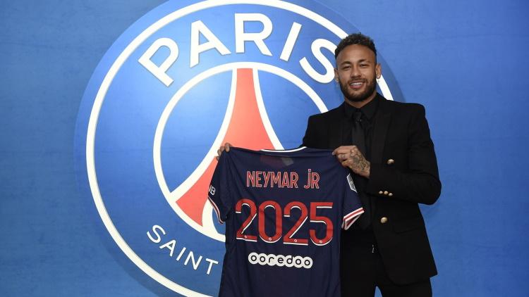 Salaire, primes, clauses, les détails du nouveau contrat de Neymar au PSG se précisent