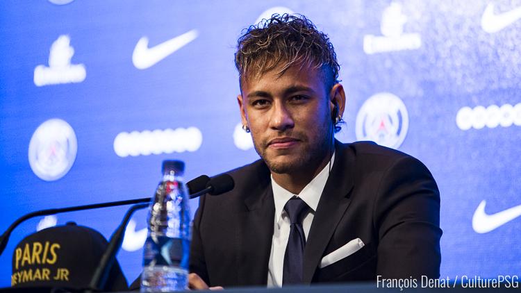 La Tour Eiffel salue l'arrivée de Neymar
