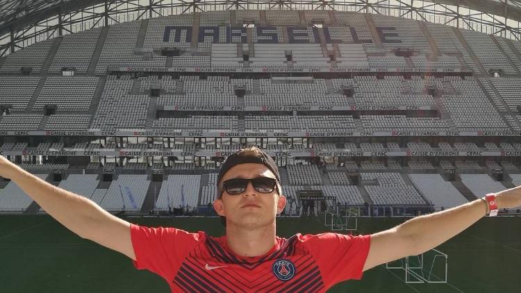 Un rappeur avec le maillot du PSG poursuivi en justice ?